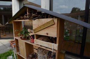 Nichoir à insectes présent dans le jardin de l'unité de Soins 63